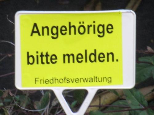 klausens-foto-friedhof-schild-angehoerige-bitte-melden-26-9-2014-krefeld-1000-pix